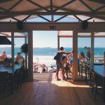 Tjuvar ertappade, strandrestauranger i farozon, självmord och bostadspriserna i Spanien stiger
