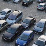 Taxiförare tvingas till uniform, trafikolycka och tusentals nya parkeringsplatser