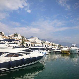 Marbella Se Marbella Pa Solkusten Costa Del Sol I Spanien Med